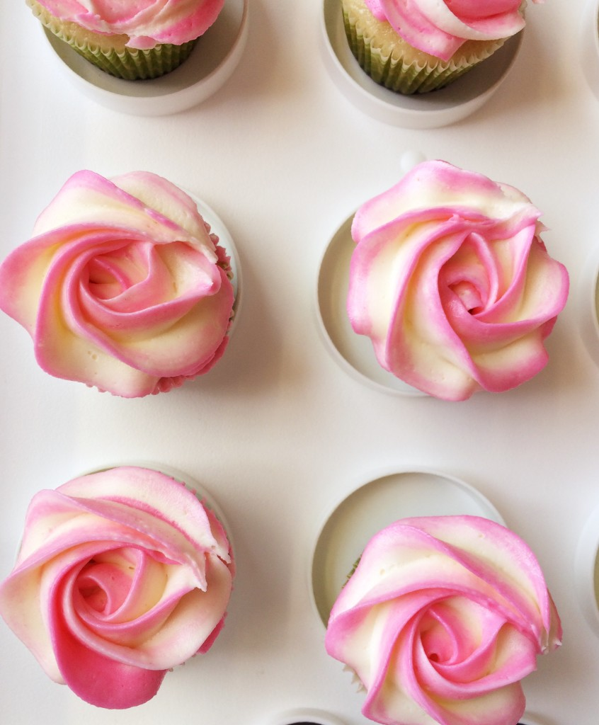 Quick buttercream rose swirl piping tutorial